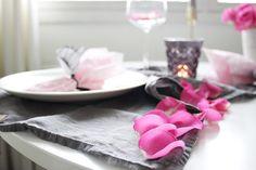 Kattaus table setting roses