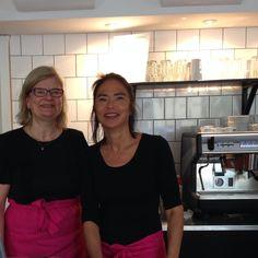 Marita Suontausta ja Ulla-Maija Hänninen vaihtoivat päivätyönsä ruokatoimittajasta ja valokuvaajasta kahvilanpitäjiksi. Arvostan.