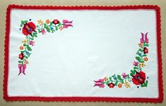 Hand-embroidered small tablecloth with crochetede edge. Authentical Hungarian (Matyo) embroidery (TABLE-MK-SMTR-316)