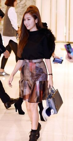 Jessica Jung Makes Her First Korean Appearance Since Leaving Girls' Generation At Fendi Store Event In Seoul [VIDEO] http://www.kpopstarz.com/articles/142255/20141126/jessica-jung-makes-her-first-korean-appearance-since-leaving-girls-generation-at-fendi-store-event-in-seoul-video.htm