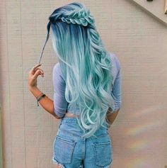 Pastel hair color is now more popular than ever, mainly because of beautiful and enviable tones. Like any color, the best thing is that you can shake light blue hair at will, including highlights, ombre and two-tones. This extreme hair color is cert Hair Dye Colors, Ombre Hair Color, Cool Hair Color, Pastel Ombre Hair, Aqua Hair, Ombre Nail, Blue Hair Colour, Light Blue Ombre Hair, Unique Hair Color