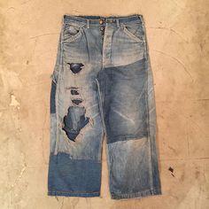 事務所の片付けしてたら出てきた40sのペインターパンツ。 今シーズンにリリースしたペインターの元ネタ。 ボロさ加減が良い塩梅。 #jelado#40s#vintage#lee#HDlee#painterpants#indigo