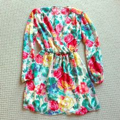 Boutique floral Vneck dress Boutique floral Vneck dress with elastic waist. The top is sheer, but if you wear a nude bra you can't tell! Also has elastic around the wrists. Super cute!! Worn twice! Comes from pet and smoke free home! Dresses Midi