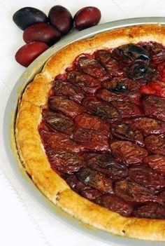 Almond Pizza With Plums: Sugar free but sweet shortcrust pastry pizza filled with plums and almonds, with a hint of three war.[read more at Food Frenzy] Sugar Free Eating, Shortcrust Pastry, Sweet Pastries, Sweet Desserts, Stevia, My Recipes, Plum, Spices, Almonds