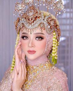 Kebaya Wedding, Muslimah Wedding Dress, Muslim Wedding Dresses, Wedding Dress Trends, Hijab Bride, Dress Muslimah, Simple Wedding Makeup, Wedding Makeup Looks, Wedding Beauty