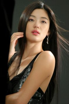Jun Ji-hyun, actress (My Sassy Girl/My Love from the Star) Korean Beauty, Asian Beauty, Jun Ji Hyun, Cute Asian Girls, Beautiful Asian Women, Korean Actresses, Woman Face, Belle Photo, Pretty Face