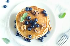 Pancakes are a breakfast staple across the globe and while making them seems pretty straightforward, there are a few things to keep in mind before whipping up your next batch. How To Make Pancakes, Pancakes And Waffles, Food Porn, Food Crush, Low Carb Diet, Fabulous Foods, Dessert Recipes, Desserts, Coffee Cake