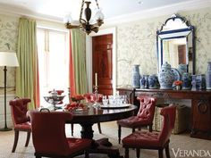 david netto dining room--blue and white ceramics, round table, chinoiserie wallpaper, coral leading edge trim on green curtains Dining Room Blue, Dining Room Design, Dining Chairs, Red Chairs, Dining Area, Nashville, Best Interior, Interior Design, Interior Ideas