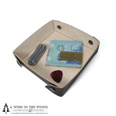 Made to travel with you and ensure that you're organized when you get there. Perfect for hotel stays, tent-side pocket dumps, couch surfing, and weekends at the cottage.