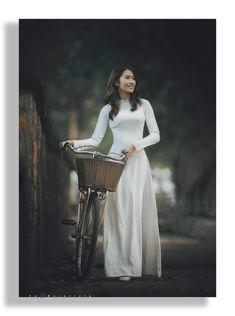 Vietnamese Traditional Dress, Traditional Dresses, Sequin Skirt, Sequins, Skirts, Fashion, Moda, Fashion Styles, Skirt
