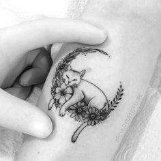 Tattoo cat with delicate flowers Insta Paulo Fernandesbuenofelipe Bauru SP luna – tattoo tatuagem – Cats Body Art Tattoos, New Tattoos, Girl Tattoos, Small Tattoos, Sleeve Tattoos, Tattoos For Women, Tatoos, Tattoo Drawings, Luna Tattoo