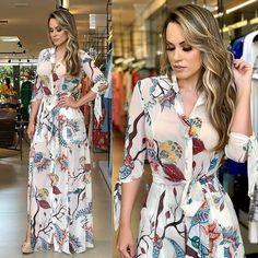 "3,574 Me gusta, 58 comentarios - closet fashion (@closetfashion7) en Instagram: ""Usariam?"" Modest Dresses, Modest Outfits, Satin Dresses, Simple Dresses, Casual Dresses For Women, Cute Dresses, Summer Dresses, Clothes For Women, Floral Maxi Dress"