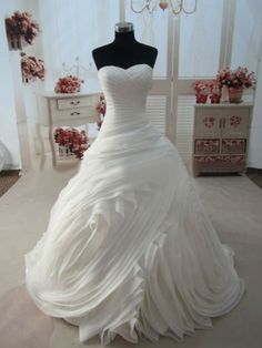 Amazing Gorgeous Ball Gown Sweetheart Chapel Train Organza Wedding Dress with Lace up