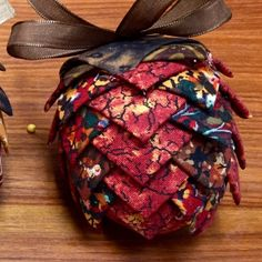 Making Folded Fabric Pine Cone Ornaments – mulberrypatchquilts Fabric Christmas Decorations, Quilted Christmas Ornaments, Pinecone Ornaments, Pine Cone Decorations, Ornament Crafts, Christmas Fabric, Christmas Crafts, Christmas Patchwork, Christmas Cushions