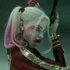 Margot Robbie as Harley Quinn in The Film Suicide Squad. Arlequina Margot Robbie, Margot Robbie Harley Quinn, Harley Quinn Cosplay, Joker And Harley Quinn, Harley Quenn, Harley Quinn Drawing, Univers Dc, Girl Crushes, Jared Leto