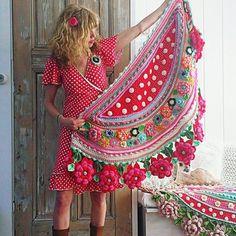 Crochet workshop shawls, wraps and bags - Adinda's World - Official website of Adinda Zoutman Crochet Diy, Freeform Crochet, Love Crochet, Irish Crochet, Beautiful Crochet, Crochet Stitches, Crochet Patterns, Crochet Shawls And Wraps, Knitted Shawls