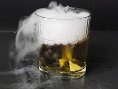 Scientific Tuesdays: Freezing Stuff with Dry Ice Take some Dry Ice and some alcohol and create a supercooled liquid that will freeze mostly anything in a few seconds. Physics Tricks, Physics Projects, Science Tricks, Science Fair, Science For Kids, Science Experiments, Cool Diy Projects, Project Ideas, Making Water