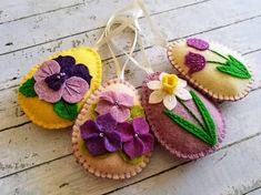 Felt easter decoration - felt egg with flowers / set of 4 decorated with tulip, daffodil, pansy, violet flowers Listing is for 4 ornaments New! You can now select set with - pansy flower on yellow background (first photo) or with - pansy flower on lilac background (second photo) Size of