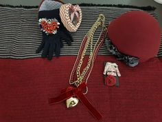 Red combinations ‼️ #red #hat #necklace #gloves #pin #bracalets #giftideas #christmasmood #redpassion #accessories #outfitoftheday #styleinspo #winterfashion #newcollection #aw1718 #indaco #fashion #bojuà @centergross_official