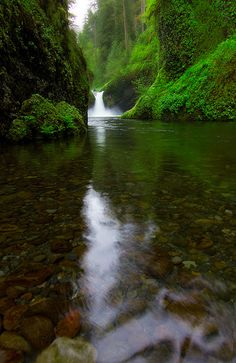 Punchbowl, Oregon... The hike is beautiful!