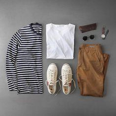 Sunday & stripes. Shirt: @uniqlousa Shoes: @commedesgarcons @converse Jack Purcell T-Shirt: @sunspelclothing Watch: @miansai M12 Chinos: @bonobos Glass Case: @headlandsqg Glasses: @rayban