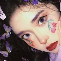 Makeup Inspo, Makeup Art, Cute Makeup, Makeup Looks, Japonese Girl, Flower Makeup, Girl Hand Pic, Pinterest Makeup, Digital Painting Tutorials