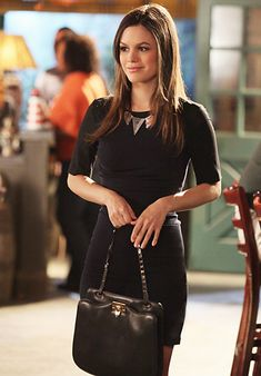 Hart of Dixie's Fashion Credits Season 1, Episode 12 Zoe Hart (Rachel Bilson) wears an A.L.C. dress, House of Harlow necklace and a Valentino purse.
