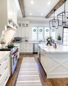Farmhouse Style Kitchen, Modern Farmhouse Kitchens, Home Decor Kitchen, Home Kitchens, Farmhouse Homes, Farmhouse Plans, Kitchen Ideas, Farmhouse Kitchen Lighting, Modern Farmhouse Interiors