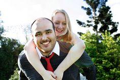 Românticos e divertidos, Pedro & Fernanda posaram para Marcelo Maia Fotografo no Jardim Botânico em Porto Alegre/ RS.
