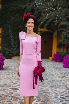 Look invitada boda kate middleton vestido rosa diadema comunion bautizo Royal Wedding Guests Outfits, Wedding Dresses, Special Occasion Outfits, Occasion Wear, Red Gloves, Modest Dresses, Mother Of The Bride, Wedding Styles, Chic