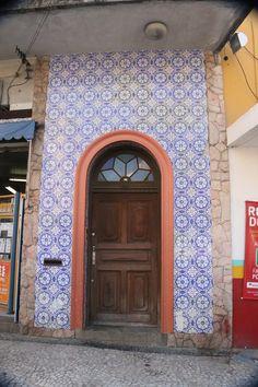 Fachada de prédio da rua Barão do Cerro Azul - Curitiba, próximo a catedral