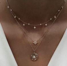 Du liebst elegante und stylische Halsketten?✨ nybb.de - Der Nr. 1 Online-Shop für Damen Accessoires! Bei uns gibt es preiswerte und elegante Accessoires. Wir wissen was Frau braucht!❤ #mode #fashion #schmuck #halsketten Disc Necklace, Glass Necklace, Crystal Necklace, Silver Necklaces, Sterling Silver Pendants, Jewelry Necklaces, Gold Bracelets, Diamond Earrings, Diamond Jewelry