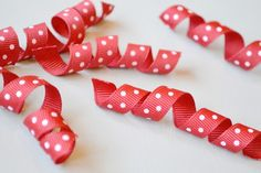 """How to Curl Grosgrain Ribbon This very basic trick of """"baking"""" grosgrain ribbon to curl it has been around forever, and I just love it! Ribbon Art, Diy Ribbon, Fabric Ribbon, Ribbon Crafts, Ribbon Bows, Grosgrain Ribbon, Ribbons, Crafts To Do, Crafts For Kids"""
