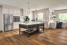 Make your kitchen cabinet designs and remodeling ideas a reality with the most recognized brand of kitchen and bathroom cabinetry - KraftMaid. Kitchen And Bath Design, Condo Kitchen, Kitchen Cabinet Design, Kitchen Redo, Kitchen Flooring, New Kitchen, Kitchen Ideas, Kitchen Designs, Kitchen Island