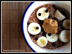 Little b's healthy habits: Banana Chocolate Peanut Butter Overnight Oats - not really a fan of oats but never tried overnight oats so. worth a try! Clean Eating Breakfast, Healthy Breakfast Recipes, Healthy Desserts, Healthy Recipes, Eating Clean, Clean Diet, Clean Clean, Breakfast Club, Healthy Treats