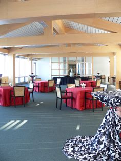 The Richard J. Klarchek Information Commons is a great venue for a formal meeting or cocktail hour.  Stunning views of Lake Michigan and Campus make this location hard to forget.