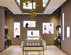 Everything is smooth, lustrous and sparkling, from the wide black-lacquered reception desk that offsets the teeming colored shelves, lined with the famous anise and black Patchi boxes and the latest multicolored collections to the lighted niches.