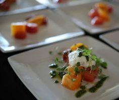 Meloen met ham salade Hapje. (met cress, mozarella en baby spinazie)