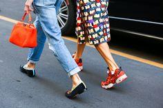 Street Looks à la Fashion Week printemps-été 2015 de New York, Londres, Milan et Paris http://www.vogue.fr/mode/inspirations/diaporama/street-looks-sneakers-a-la-fashion-week-printemps-ete-2015-de-new-york-londres-milan-et-paris/20671/image/1104916