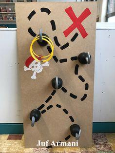 Juf Armani - Hook toss game - piraten, kleuters, gooien, haken, kindergarden, game, spel, pirates Summer Crafts For Toddlers, Cute Kids Crafts, Summer Camps For Kids, Baby Crafts, Preschool Crafts, Diy For Kids, Pirate Day, Pirate Birthday, Pirate Theme