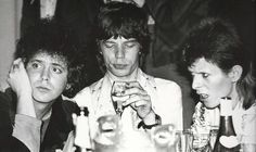 Casual Photos of David Bowie, Iggy Pop, and Lou Reed Partying Lou Reed, Mick Jagger and David Bowie hanging out together at Café Royale at the celebrity wrap party after Bowie's last Ziggy Stardust performance, Photo by Mick Rock. Mick Jagger, David Bowie, Alan Rickman, Freddie Mercury, Rock N Roll, Los Rolling Stones, Star Wars, Ziggy Stardust, Ringo Starr