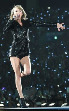 """Taylor Swift 1989 World Tour. Right here she is singing """"Blank Space"""""""
