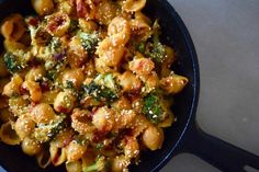 This spicy take on mac and cheese also happens to be vegan and gluten-free. The sauce is made primarily from sweet potatoes, but you'd never know it. Here are some of the health benefits of the ingredients: Sweet potatoes support healthy digestion and elimination by providing about 7 grams, or 26% DV, of fiber, per …