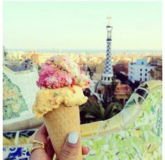 When i travel, im going to hold up my icecream at all important places and take a picture :)