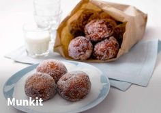 Munkit, Resepti: Valio #kauppahalli24 #valio #vappu #munkit #munkki #resepti #jälkiruoka #vappuruoka Bakery Recipes, Food N, Frozen Desserts, Sweet Recipes, Nom Nom, Sweet Tooth, Muffin, Baking, Breakfast