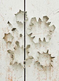 Cookie cutter decorative idea, walls. Fabulös inspiration: Julpyssel