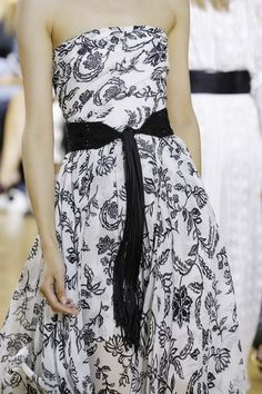 See detail photos from the Oscar de la Renta Spring 2017 collection at New York Fashion Week.