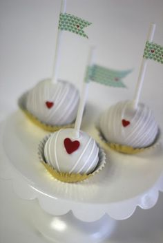 cake pops from sweet & saucy