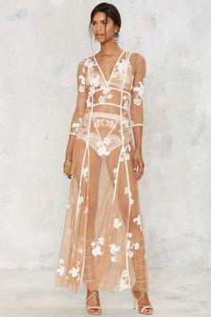 Para el amor y los limones Elenora bordó el vestido maxi - Desnudos - Impresiones