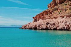 The rugged western coastline and gorgeous turquoise waters of Isla Espiritu Santo.